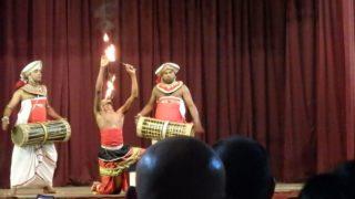 伝統舞踊キャンディアンダンス、ファイヤーダンス、スリランカ、キャンディ