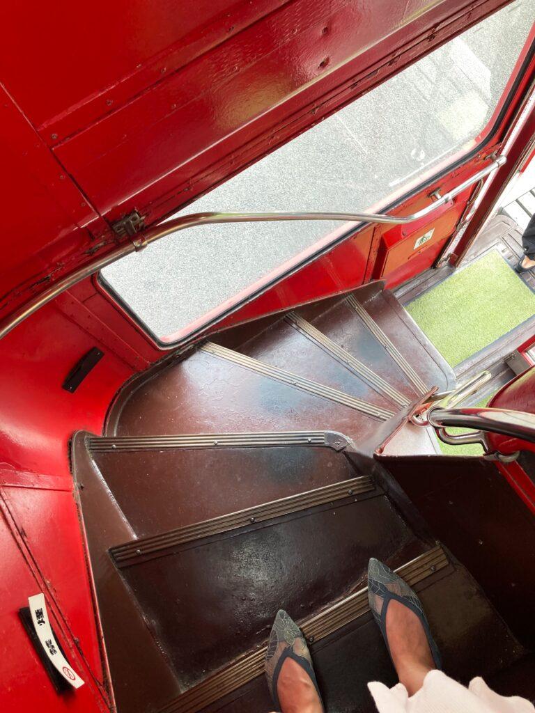 越谷レイクタウン隣、ロンドンバスの洋食店JOY STYLE(ジョイスタイル)階段