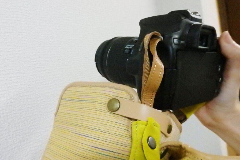 静岡日和 一眼レフカメラケース 遠州綿紬ミモザ ケースを外さなくても撮影可能